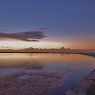 Newcastle ocean pool by Len  Gunther