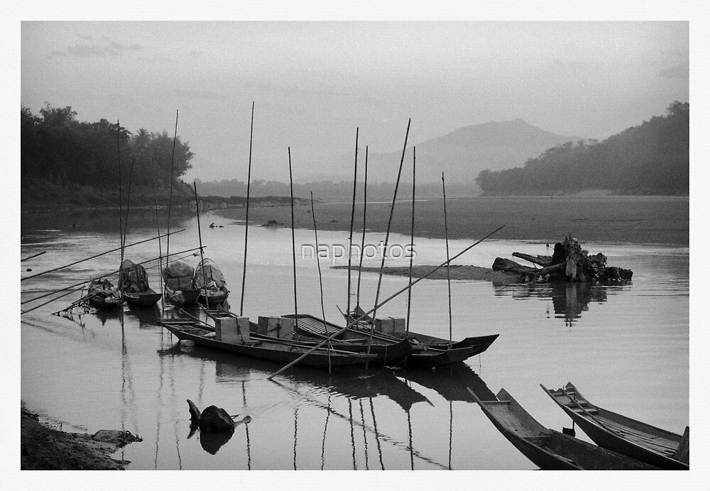 Life at Mae Khong river in sunset by naphotos
