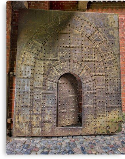 Guardian's Door by heavydpj