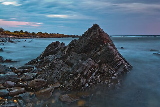 Jagged Rock at Sunrise by fotosic