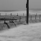 Narrabeen Pool over flow by donnnnnny