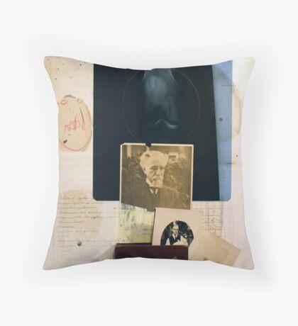 LA MEMORIA Y SU PESO (memory and it's weight) Throw Pillow