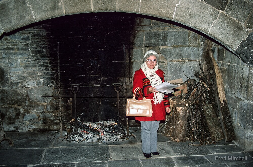 Marj in kitchen Hambaye Abbey 19840219 0048 by Fred Mitchell