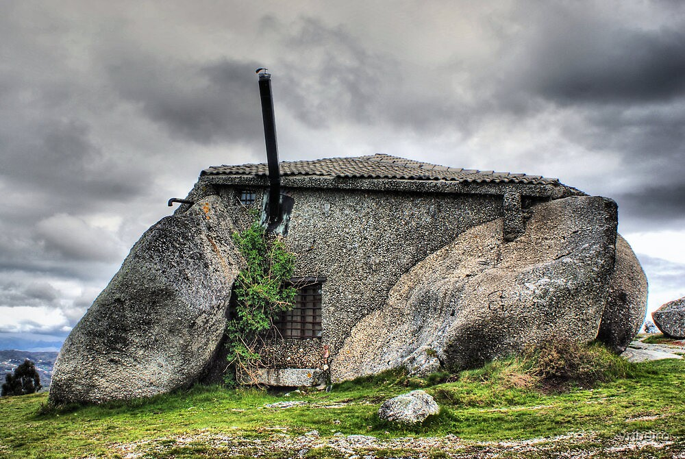 Stone house in Fafe, Portugal by vribeiro