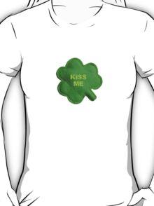 Saint Patrick's Day lucky kiss me T-Shirt