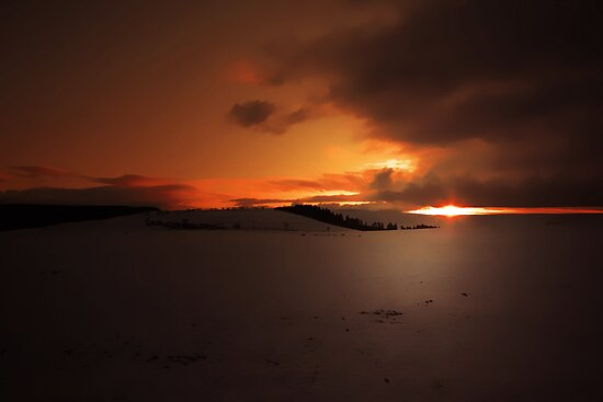 A WINTERS SUNSET  by leonie7