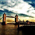 London Bridge by saschagill