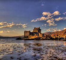 Eilean Donan Castle by derekbeattie
