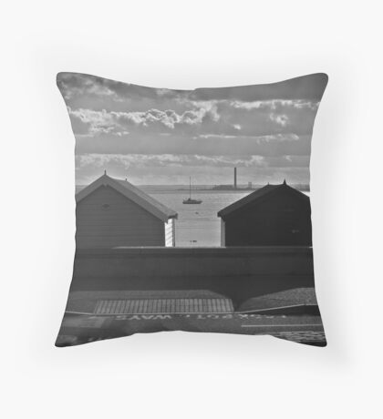 sand and wind Throw Pillow