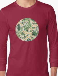 Textured Vintage Daisy and Fern Pattern Long Sleeve T-Shirt