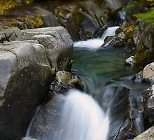 Small waterfall at MT Rainer by mcdesign
