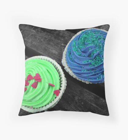 cupcake love Throw Pillow