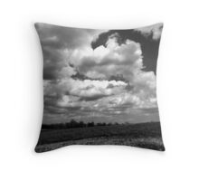 The sky speaks volumes Throw Pillow