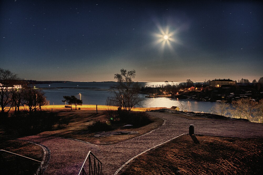 Helsinki - Kaivopuisto - view from the hill by Michal Tokarczuk