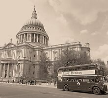 Vintage Routemaster at St Pauls by DavidWHughes