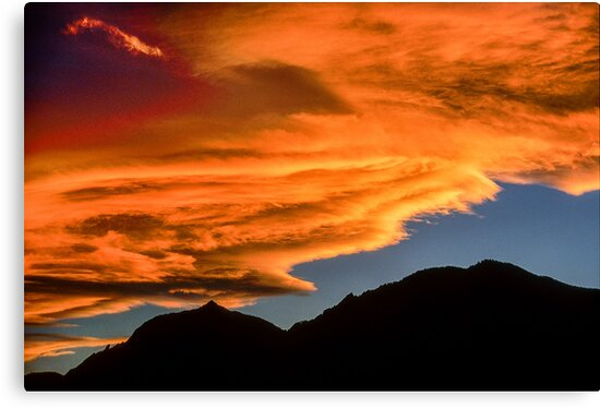 As Sunset Rolls Over the Flatirons by nikongreg