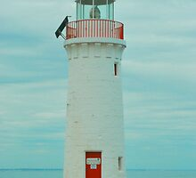 Port Fairy Lighthouse Profile by peasticks