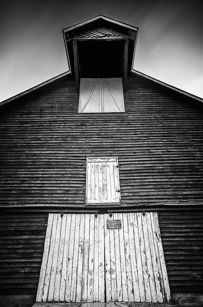 Midway Farm Barn by Arkadiy Chernov