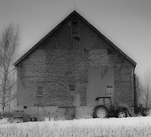Old Barn by Randy Hill