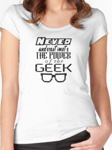 Never Underestimate the Geek Variant Women's Fitted Scoop T-Shirt