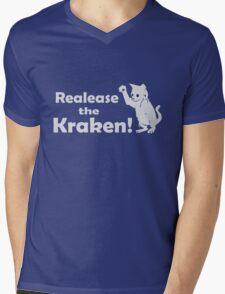 Release The Kraken Kitten funny nerd geek geeky Mens V-Neck T-Shirt