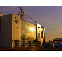 The sun shines on the Lilywhites by footypix