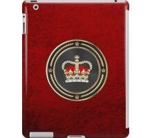 St Edward's Crown - British Royal Crown over Red Velvet iPad Case/Skin