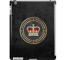 St Edward's Crown - British Royal Crown over Black Velvet iPad Case/Skin