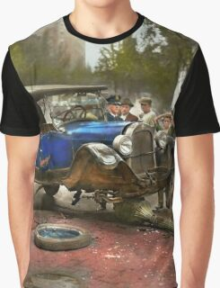 Car Accident - It came out of nowhere 1926 Graphic T-Shirt