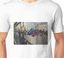 Couples padlock their love in Paris Unisex T-Shirt