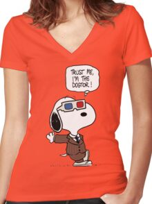 Peanuts Trust Me Im Doctor Women's Fitted V-Neck T-Shirt