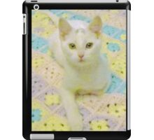 Pretty White Kitty iPad Case/Skin
