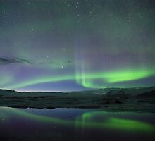 Aurora at Jökulsárlón. by RonniHauks