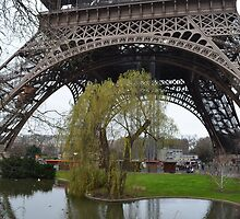 The secret garden of Paris by Pwhite