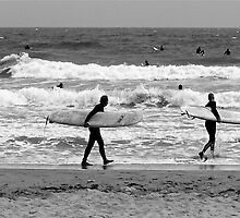 When the surf's up ! by Nancy Richard