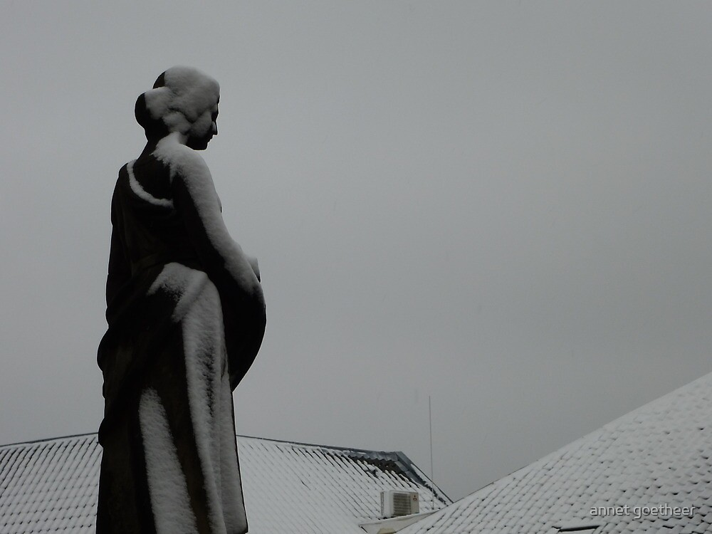 lady watching over the city by annet goetheer