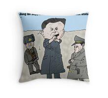 Kim Jung UN dessin politique comique Throw Pillow