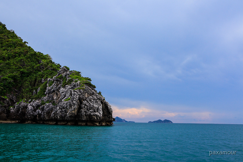 Big stone, blue beach by paxamour
