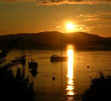 Evening in Oban by lezvee