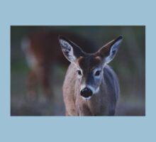 Pretty doe - White-tailed Deer Kids Tee