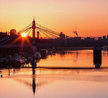 Sunrise over the Albert Bridge by Stuart  Gennery