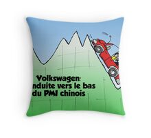 Volkswagen en chute Throw Pillow