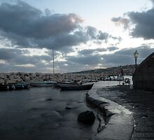 Di sera sul molo by Gennaro Mazza