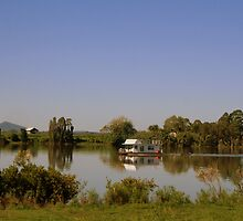 Houseboat on the Clarence River by myraj