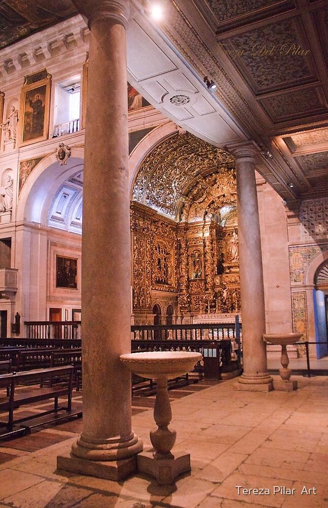 Colunas à entrada da Igreja de S. Roque by terezadelpilar ~ art & architecture