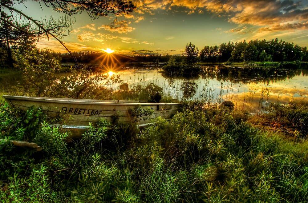 Small boat in the sunset by Stefan Johansson