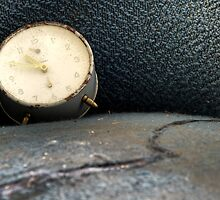 9.5.2013: Old, abandoned clock by Petri Volanen