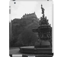 Edinburgh Castle & Fountain - monochrome iPad Case/Skin