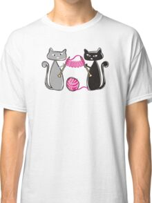 Knitting needles cats with yarn t-shirt Classic T-Shirt