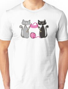 Knitting needles cats with yarn t-shirt Unisex T-Shirt